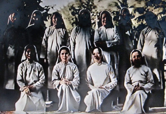 Nuns in the Quý Hoa leprosarium.